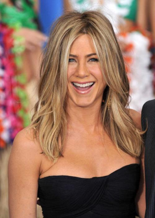 The Hottest women of all Time Jennifer Aniston Funny is sexy, and Jennifer Aniston is funny—she was invited to join  Saturday Night Live before her big break with Friends. Her down-to-earth  persona makes her seem attainable, and anyone who's seen her in Office  Space has to admit she makes even pieces of flair look good. She rarely  plays the airhead, and she seldom overplays a role: she's funny in a  quiet, refreshingly human way. And her all-too-human love life off  screen inspires sympathy that not even a string of bland romantic  comedies can diminish. Other sex symbols drift toward  one-dimensionality, becoming flat icons in the process, but throughout  her career Aniston has remained sexy, funny, and unmistakably real. y no en vano! Fuente: http://www.menshealth.com/sex-women/hottest-women-all-time