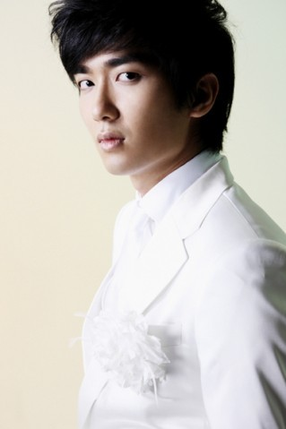 "Jungmo Kim Jung Mo (김정모) was born on March 26, 1985. Jungmo is known under  the stage name X-Mas, is the guitarist of the South Korean rock band  TRAX and a member of the project duo M&D. He uses a Zemaitis GZ501-Heart/BK electric guitar. Jungmo was part of MNET's TV show ""Band of Brothers"" alongside fellow member Jay and Super Junior's Heechul and Kangin.He also was part of MBC's Oppa Band alongside Super Junior's Sungmin."