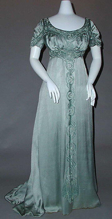 Evening dress by Liberty of London, ca 1910 UK, the Met Museum Someone forgot to turn the flash off.