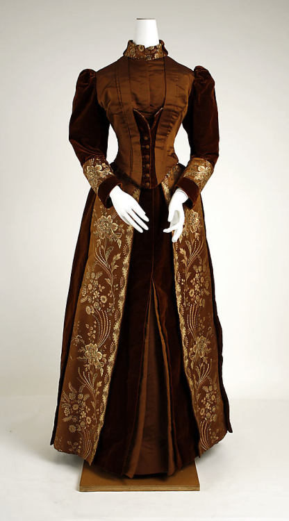 Visiting dress by James McCreary & Co, ca 1889 NYC, the Met Museum