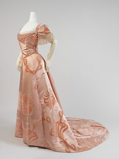 Evening dress by House of Worth, 1898-1900 Paris, the Met Museum