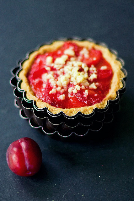 Plum crumble tart by zapxpxau on Flickr.