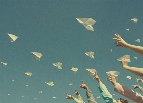 ladiscarica:  photo source needed  It's right. Paper planes around the Fifthy's