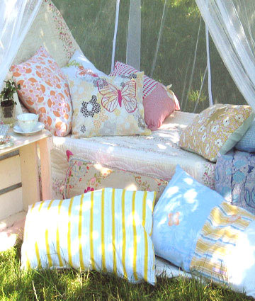 chasingthegreenfaerie:  Cushions in the garden by saabye p on Flickr.