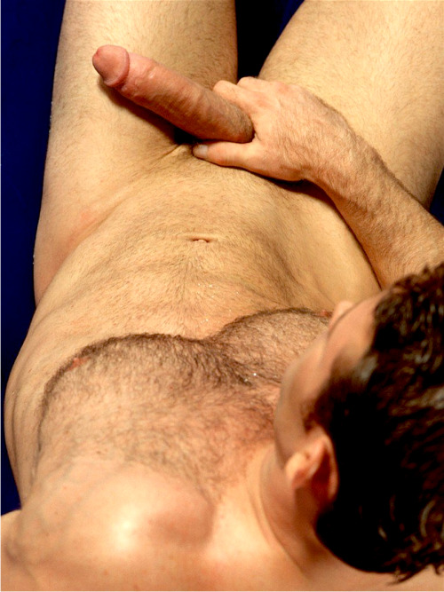 bottomswetdream:  That's a huge tool  Unf