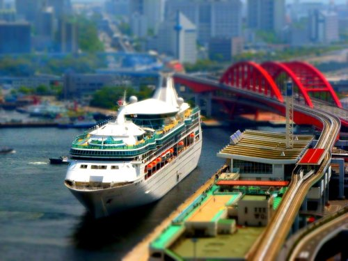 shiftedperspective:  digital—devil:  Ferry port  Kobe , Japan (not own photo)