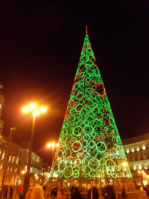 christmas tree in puerta del sol