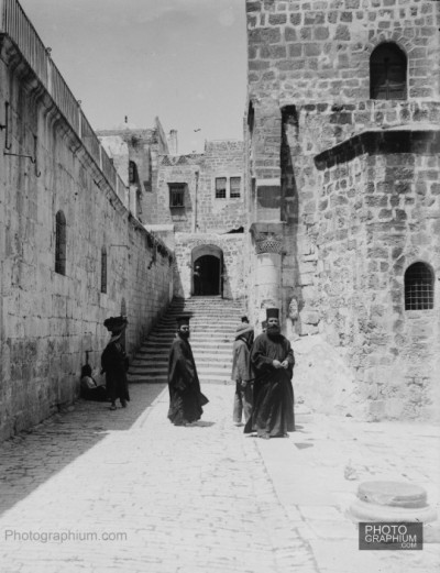 thepalestineyoudontknow:  Approach to the Church of the Holy Sepulchre. Jerusalem, Palestine. 1900-1920. Photograph: Matson Collection