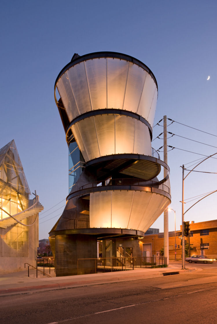 eternal-tanelorn:   Samitaur Tower Eric Owen Moss Architects Culver City, California