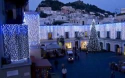 Fancy spending Christmas in Capri and celebrating the New Year in the Piazzetta? Take a look at these fantastic festive offers available at the island's hotels and… ...book now!