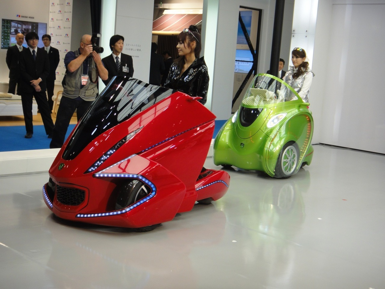 """KOBOT City EV Concept Vehicle Transforms With The Push Of A Button"" The Kobot is developed by Kowa Tmsuk, a new company formed by Kowa, a  medical instrument manufacturer, and Tmsuk, a robot manufacturer. Kowa  Tmsuk isn't just developing vehicle hardware, they are also proposing  new ways of using their technology for communal car sharing in urban  areas."