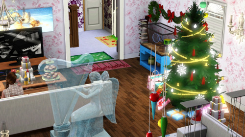 Check out how one Simmer decorated their Sims' home for the hoildays! How did you decorate yours?