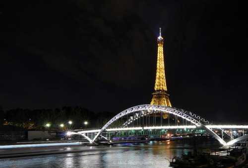 Eiffel Tower by Luismaxx on Flickr.