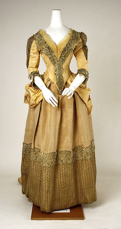 Evening dress, 1885-89 NYC, the Met Museum
