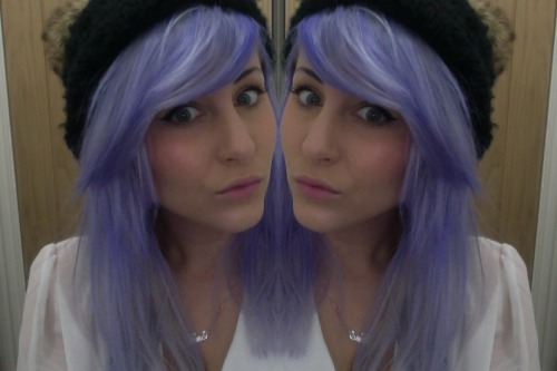 yaaaaay finally died my hair lilac/looks kinda blue here though? :/