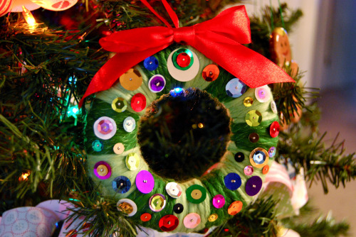 pedalfar:  sequins wreath (via sevenworlds16)