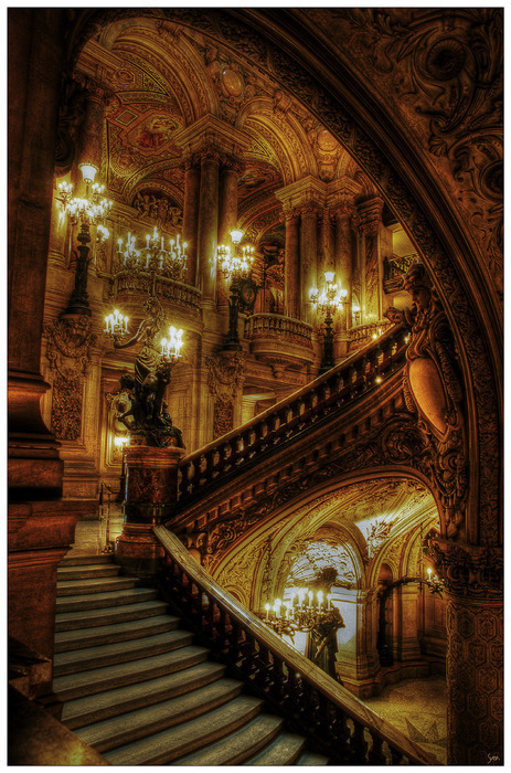 dahlingnicki:  (via the-life-quixotic)  I have a thing for old, gaudy staircases.
