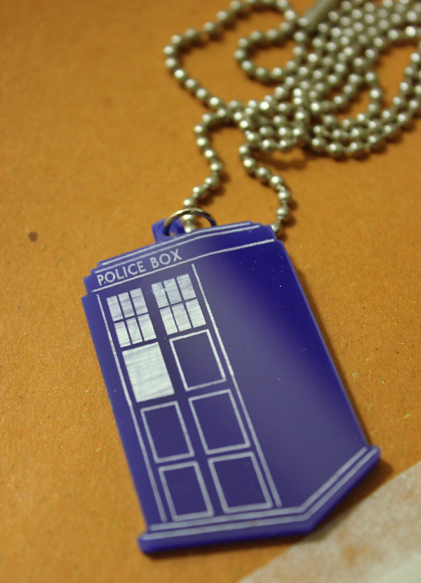 saberkite:  My TARDIS necklace came in from Tuxessories!  omg, i NEED one of these, like.. RIGHT NOW
