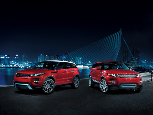 Range Rover Evoque is the Top Gear's 2011 Car of the Year Did we mention that the Range Rover Evoque is Top Gear's 2011 Car of The Year? Not sure? Well we're mentioning it now:  BBC TopGear Magazine have named the new Range Rover Evoque as their 2011  Car of the Year. The Evoque came top in the SUV category of the annual  awards and was also picked by TopGear TV presenter Jeremy Clarkson as  his favourite new car this year. The Evoque beat stiff competition from the BMW 1 Series M, Mclaren MP4  12c, Ferrari FF, VW Up! and Kia Picanto to scoop the coveted Car of the  Year title. The awards are officially announced in the December issue  of BBC TopGear Magazine. The judging panel, headed up by BBC TopGear Magazine Editor-in-Chief,  Charlie Turner, comprised members of the magazine's editorial and road  testing team, together with the three TopGear TV presenters, Jeremy  Clarkson, James May and Richard Hammond.  Hard to argue with their choice, however the Audi A7 still looks pretty sweet to us. What would you have picked as your Car of the Year?