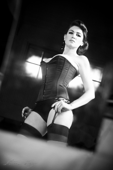 nylonfoxie:  Powerful Corset Pose…nylonfoxie