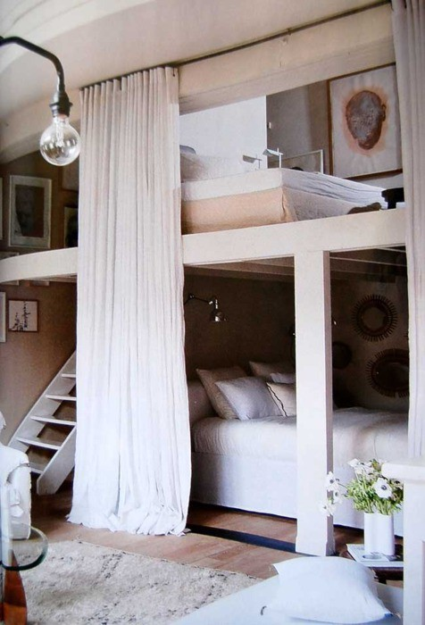 michellehalpern:  Can you say chic bunk beds?   Wow, dreamy!