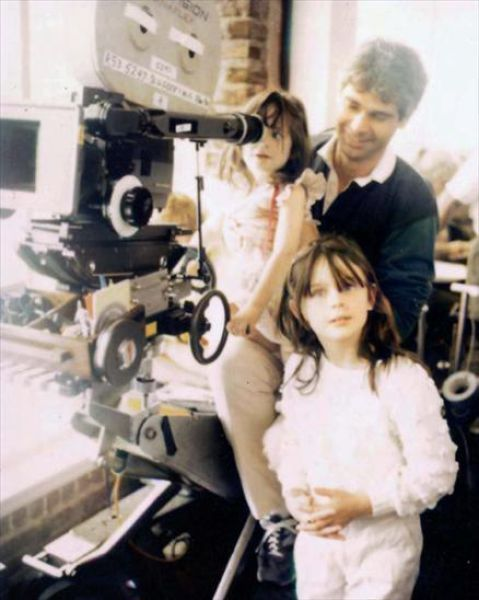 carouselinparis:  Zooey and Emily Deschanel with their father Caleb