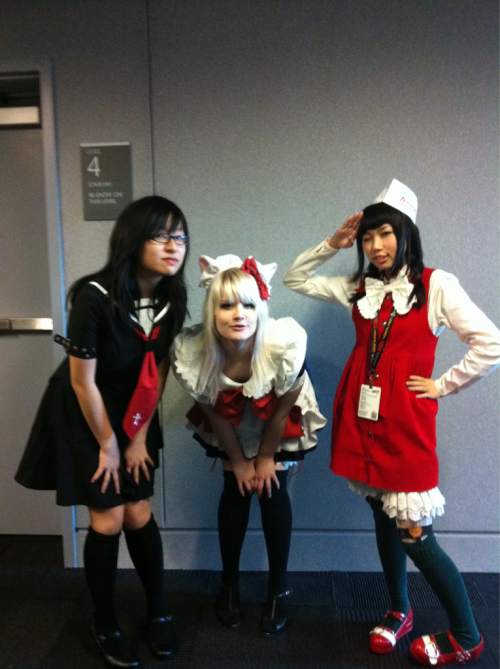 I miss these wimins, me as maid with evvy and krispy creme donatsu-chan Jane mai!