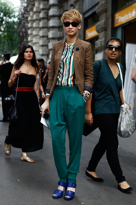 This is a really interesting, bold look. The tailoring is all very masculine and clean, but the colours are very intense and eye-catching. Those trousers are fantastic, and I loveeee the cuffs on that blazer.  via All the Pretty Birds