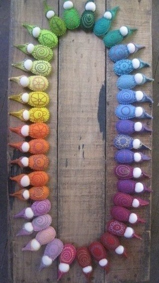 artschoolglasses:  A rainbow of little felt gnomes. These would make really cute tree ornaments too…
