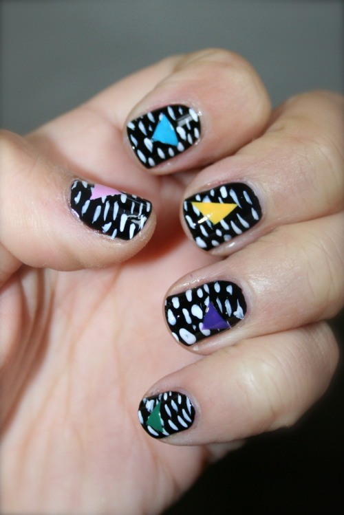manicnails:  This is a close-up of my '80's nails.' Yeah. xx ManicMonday