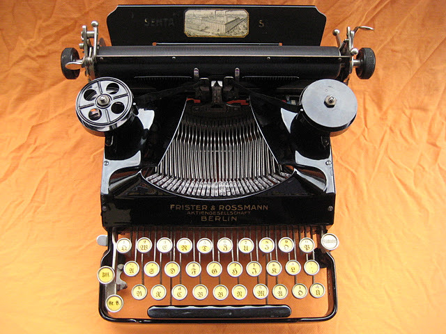 Senta 3-Bank Portable Typewriter 1926 Last vintage tech I am doing for the night