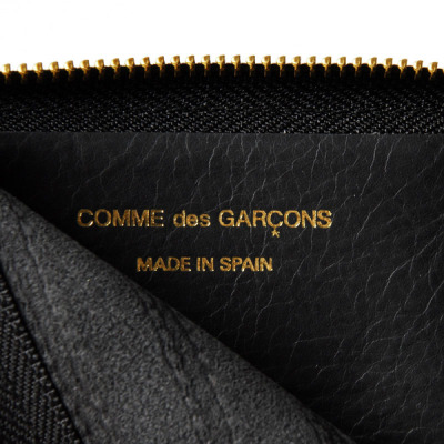 【COMME DES GARCONS 2011 FALL/WINTER  EMBOSSED STITCH ZIP FOLD WALLET】 GLLTN 详情