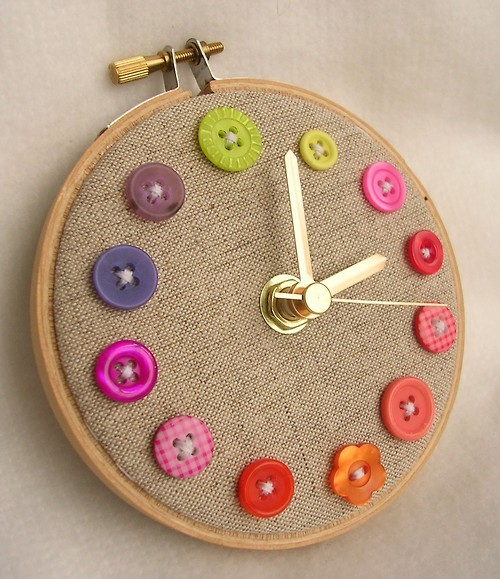 franisima:  prettylittlepieces:  Adorable clocks for a craft room!  lovely  So beautiful. Will have to make one :)