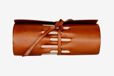 【TRAVELTEQ LEATHER PENCIL HOLDER】 HYPEBEAST 详情