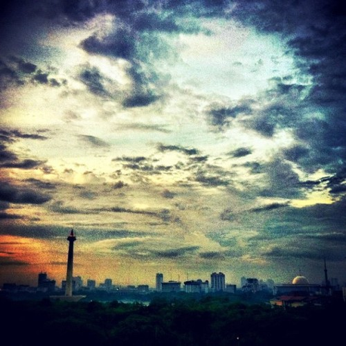 Dramatic monas  (Taken with instagram)