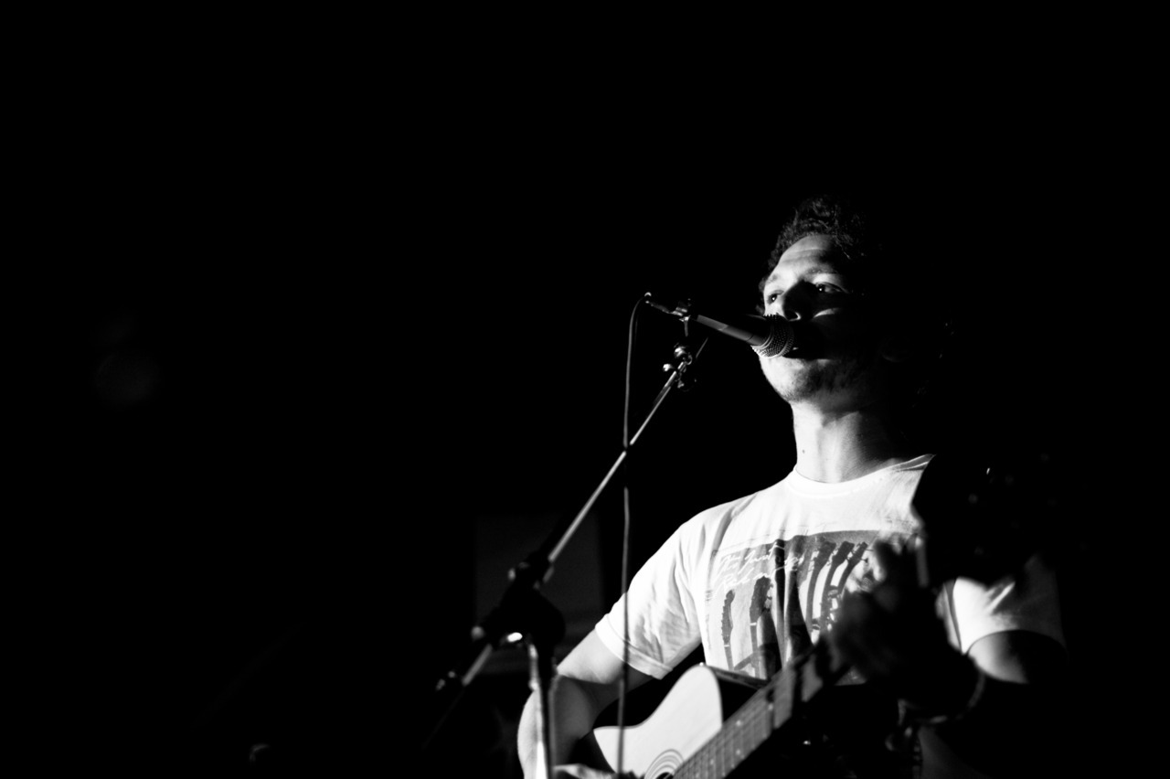 shot: @matthurstsmith at rosie and tim's acoustic night at @mama_stones