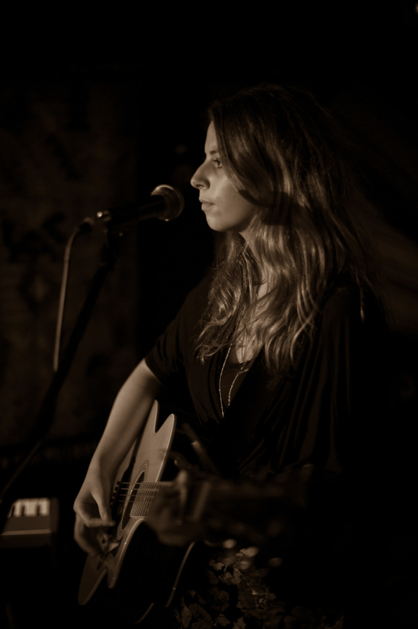 shot: ellie campbell at rosie and tim's acoustic night at @mama_stones