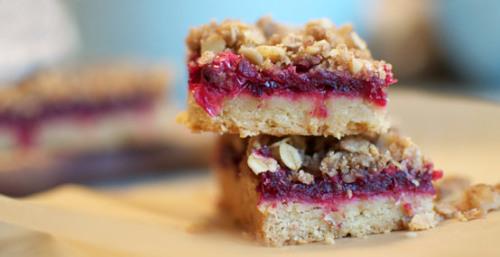 foodopia: Cranberry Streusel Bars Petit: I adore bar cookies. And the tarty-sweetness of this one looks to be a winner Make!!