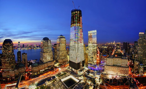 think-progress:  1 World Trade Center, now up to 90 floors, is decked out for the holiday.