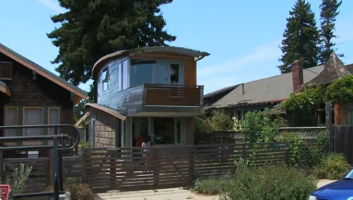 mothernaturenetwork:  Bay Area architect builds home using salvaged car partsSure, it boasts passive solar design, sustainable landscaping and dual-flush toilets, but the real eco-showstopper at the Wanaselja-Leger residence? That would be the awnings and siding fabricated from junked cars.