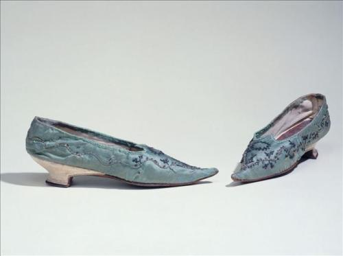 Shoes, ca 1795, Musée de la Mode de la Ville de Paris