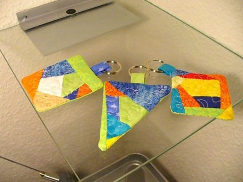 cute idea from a German quilting forum.  make smaller blocks and use as keyrings