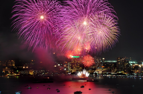 Today is the last day for 5th International Firework Festival for HRH Princess Sirindhorn's Royal Cup, at Soi 6, Liab Chai Hat Rd., Pattaya, Chon Buri. Let's see the beautiful fireworks!! (^o^)