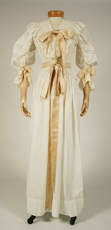 Nightgown, 1894 US, the Met Museum