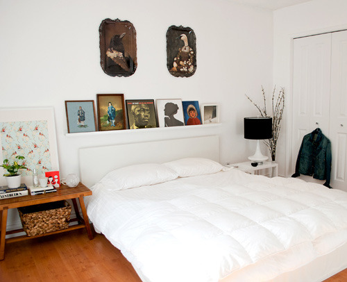 alovefordesign:  I love the picture frames on top of the headboard.  Simple as it is!
