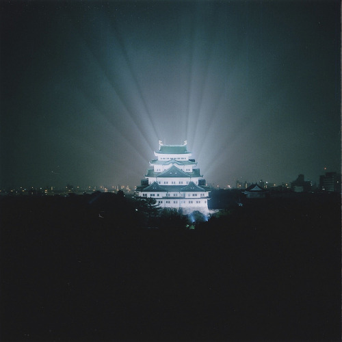 japanlove:  Halo of Nagoya castle by junicci on Flickr.