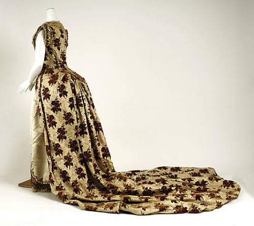 Ballgown, 1887-89 France, the Met Museum