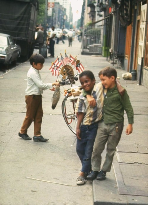legrandcirque:  Photograph by Vernon Merritt III. New York City, 1969.