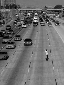 #incredibleshot #daredevil #highway #skateboard #cars
