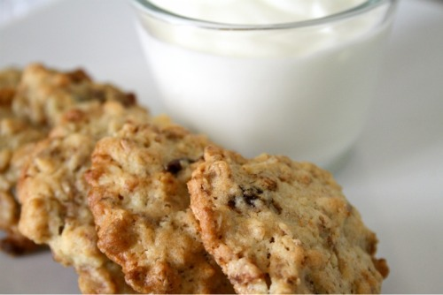 Muesli cookies (oatmeal and raisins)